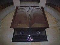 Grants tomb 2007.JPG