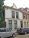 foto van Witgepleisterd woonhuis met dwars achterhuis