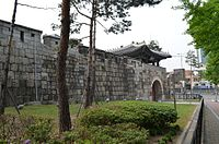 Gwanghuimun Gate, with Fortress Wall, Seoul, Korea.jpg