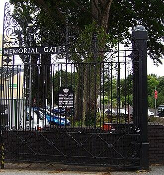 Cardiff RFC - Image: Gwyn Nicholls Memorial Gates 01