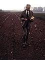 H.M.Heybroek in experimental field - elm trial Wageningen - DORSCHKAMP 1984.05.15.jpg