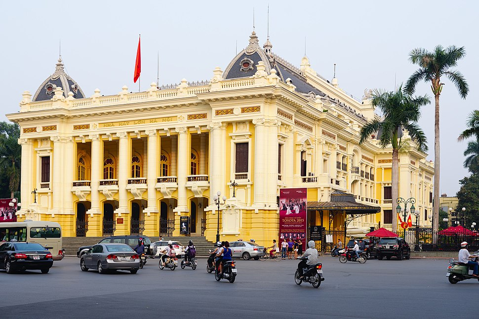 Hanoi opera house. Made as a copy of the Opera Garnier in Paris (22334215449)