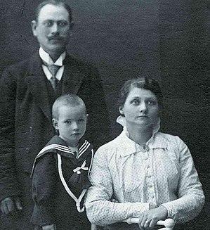 Hilda Nilsson - Hilda Nilsson with her husband Gustaf and an unidentified boy.