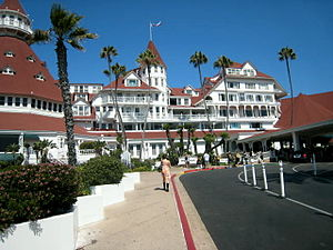 English: Evening shot of the Hotel Del Coronado