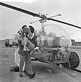 Huwelijksreis per helicopter Mevrouw en Meneer van der Mark, Bestanddeelnr 912-5439.jpg