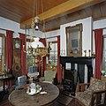 Interieur, overzicht woonkamer met schouw - Feerwerd - 20369381 - RCE.jpg