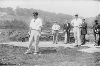 Isaac Mackie - Mackie (right) in a match against Walter Clark at Fox Hills Golf Club in 1905