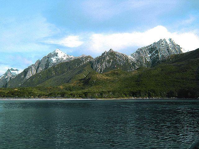 https://upload.wikimedia.org/wikipedia/commons/thumb/a/a9/Isla_de_los_Estados.jpg/640px-Isla_de_los_Estados.jpg