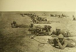Soldati ottomani con mitragliatrice