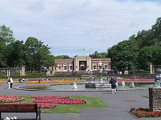 Stanley Park, Blackpool - Image: Italian Gardens, Lions and Cafe, Stanley Park, Blackpool (geograph 1684719)