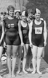 Jane Gylling, Irene Guest, Frances Schroth, Constance Jeans 1920.jpg