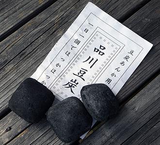 Kotatsu - Image: Japanese Coal Briquettes Mametan 02