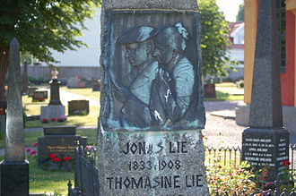 Jonas Lie (writer) -  Jonas and Thomasine Lie monument at the cemetery in Stavern