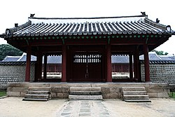 Jongmyo-Main.gate.of.main.hall.01.jpg