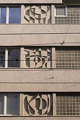 Drei Betonreliefs