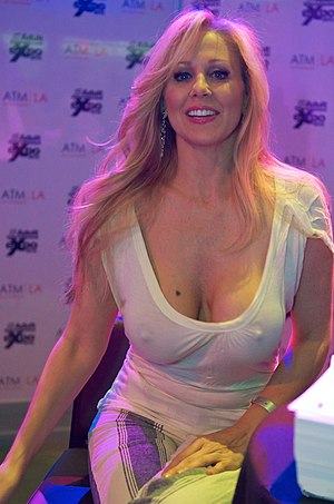 Julia Ann at AVN Adult Entertainment Expo 2012 1.jpg