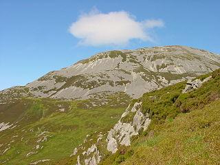 http://upload.wikimedia.org/wikipedia/commons/thumb/a/a9/Jura_Beinn_a_Chaolais.JPG/320px-Jura_Beinn_a_Chaolais.JPG