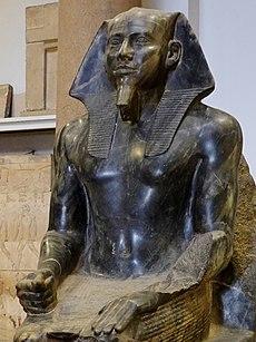 Kairói Múzeum ült Chephren szobor 08.jpg