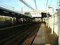 Keikyu-railway-main-line-Kagetsuen-mae-station-platform.jpg