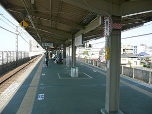 Takao Station (Tokyo) - The Keio platforms in April 2013