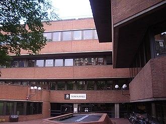 Kensington and Chelsea London Borough Council - Image: Kensington and Chelsea Town Hall 2005