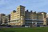 Reĝoj House (Iama SEEBOARD Headquarters), la Ĝardenoj de Queen, Hove (NHLE-Kodo 1205528) (aprilo 2013).JPG