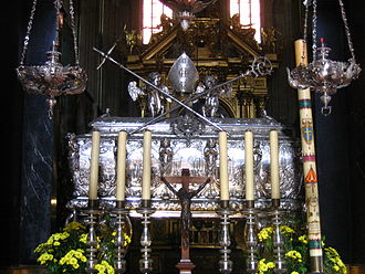 Stanislaus of Szczepanów - Silver sarcophagus of St. Stanislaus in the Wawel Cathedral