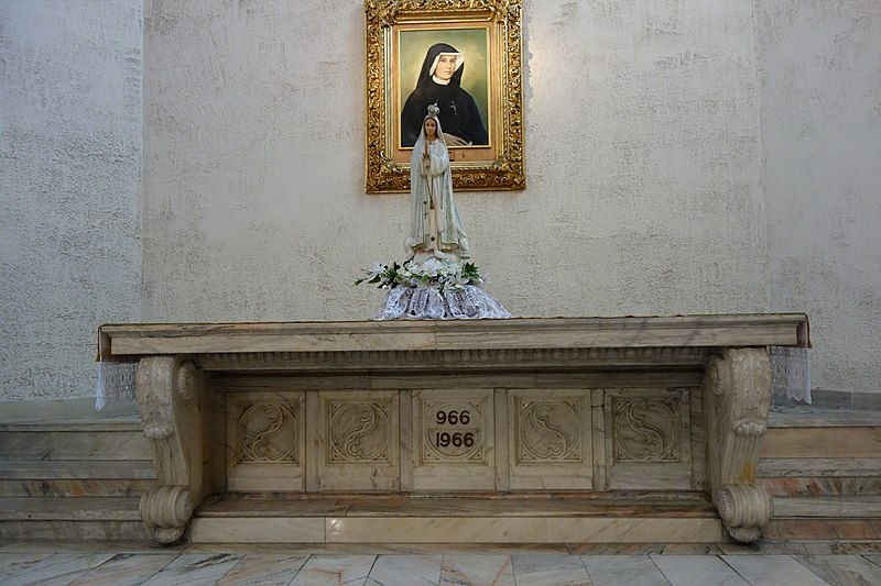 Kosciol Sw Jozefa i Jana od Krzyza oltarz boczny