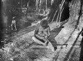 Kvinna som utför ett knytarbete. Bolivianska Chaco. Gran Chaco - SMVK - 004796.tif