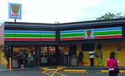 Un 7-Eleven de Seattle transformada en un Kwik-E-Mart como parte de la promoción de  Los Simpson: La película.