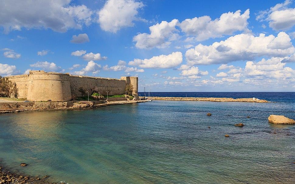 Kyrenia 01-2017 img02 Castle exterior