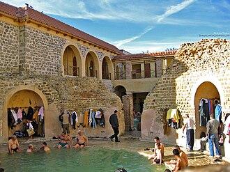 Hammam Essalihine - The circular pool at Hammam Essalihine