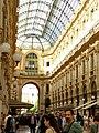 Lato verso piazza Scala.jpg