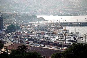 Les embarcadères d' Eminönü.jpg