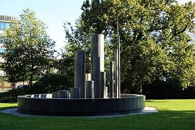 Linz Bayer-Brunnen Donaupark 2013.jpg