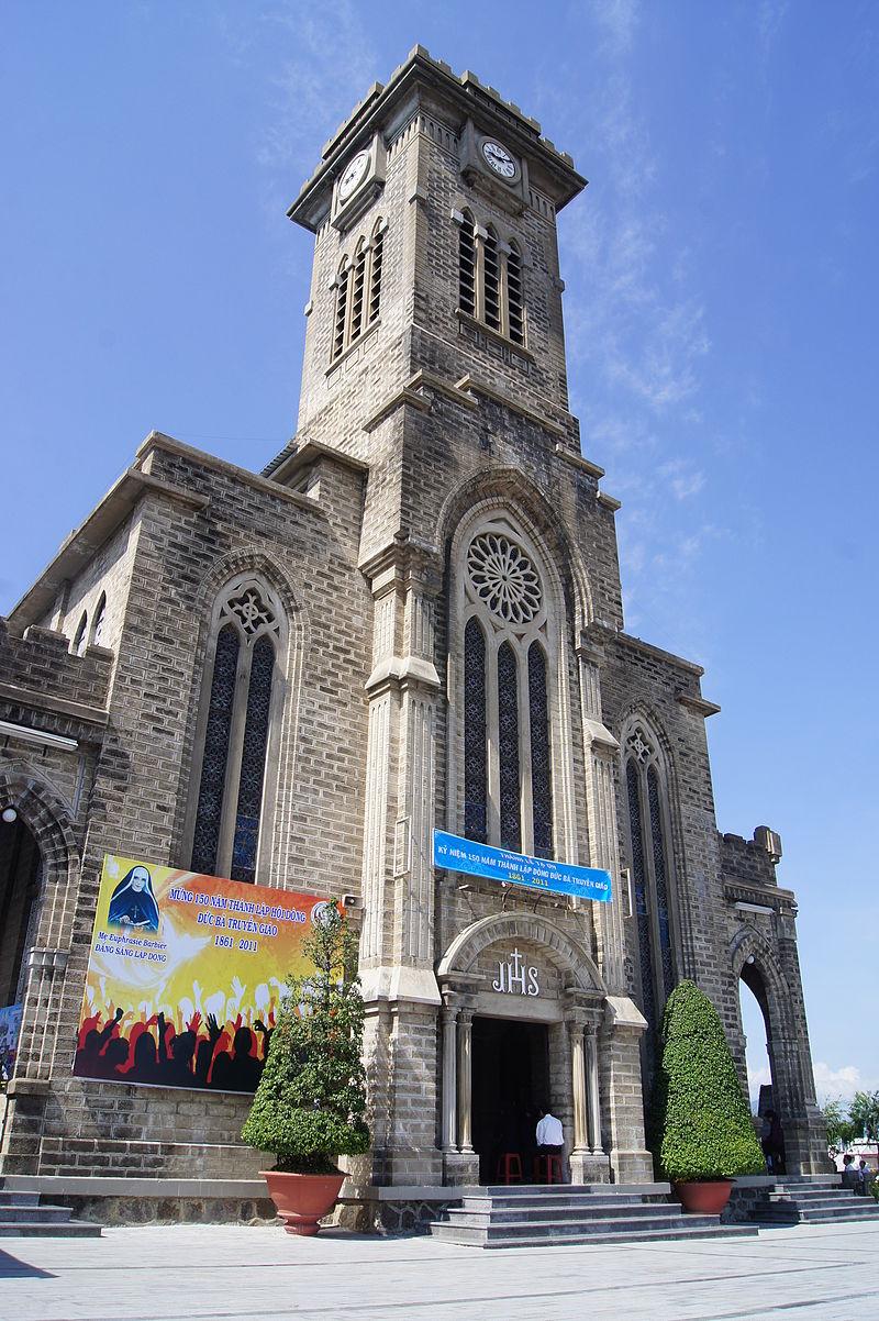Mặt tiền Nhà thờ Núi.JPG