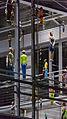 MJK01057 BVG-Gebäude Menschen.jpg