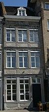 foto van Huis met lijstgevel van Naamse steen.