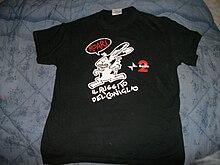 La maglietta che veniva mandata a chi interveniva telefonicamente in trasmissione, attualmente è concessa, con qualche eccezione, solo a chi assiste al Coniglio da camera.