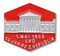 Maiabzeichen 1955 (6966363391).jpg