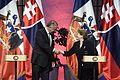 "Mandataria tras reunión con Presidente de Eslovaquia- ""Queremos estrechar lazos e intercambiar buenas prácticas en el área de modernización de nuestras economías"" (28596773052).jpg"
