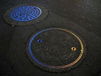 Symbols of Tokyo - Image: Manholes in Tokyo