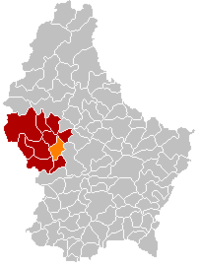 Map of Luxembourg with Useldange highlighted in orange, the district in dark grey, and the canton in dark red