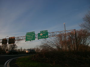 Meadowbrook State Parkway - Signage on the Meadowbrook as seen from exit M8 in Freeport
