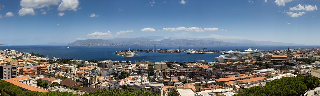 Veduta panoramica di Messina e dello Stretto