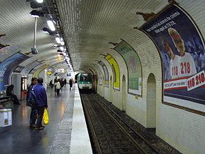 Bonne Nouvelle (Paris Métro) - Image: Metro Paris Ligne 8 Station Bonne Nouvelle (6)