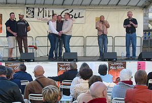 Music of Brittany - Les Traines Meuriennes singing call and response at Mill Góll 2007 in Rennes