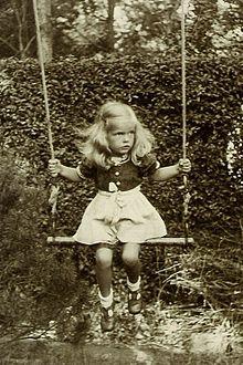 Swing (seat) - Wikipedia