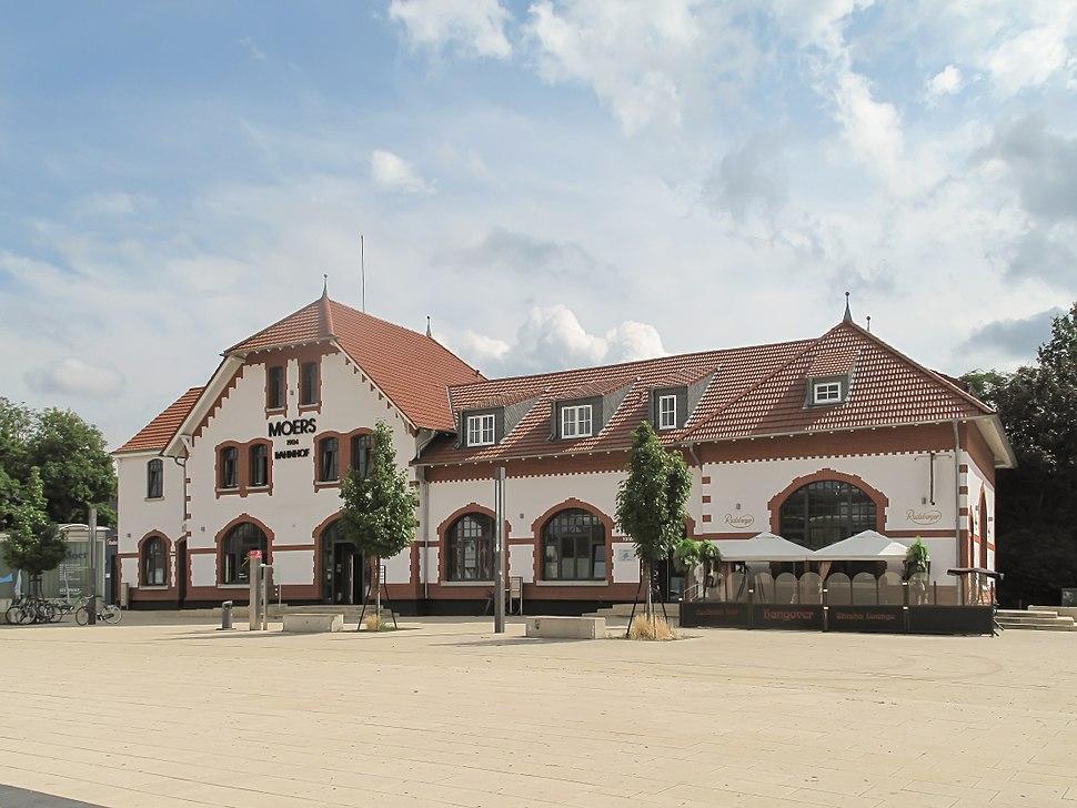Moers, stationsgebouw foto1 2013-07-29 11.07
