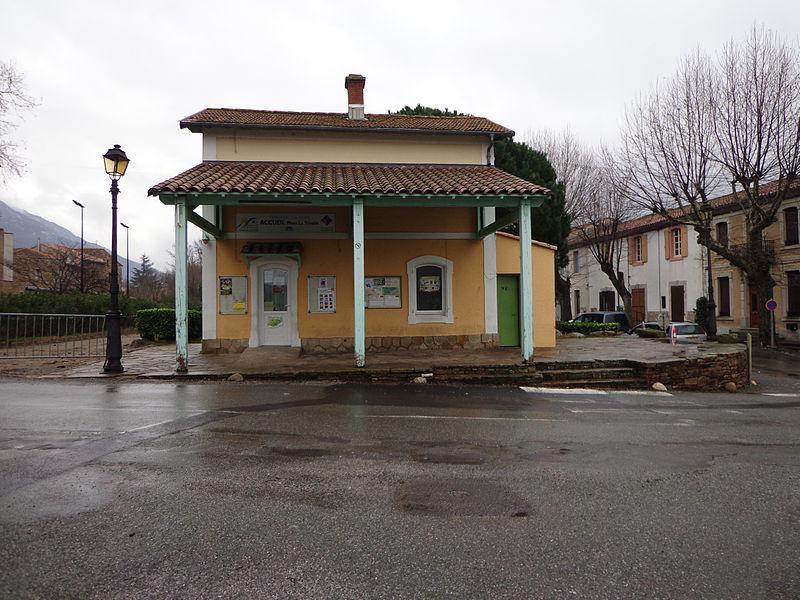 Mons  (Hérault) - ancienne maison du garde barrière, aujourd'hui Office de Tourisme.